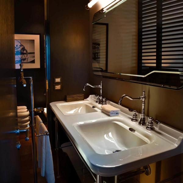 A Double Bathroom Sink is an Excellent Choice for Master Bathrooms